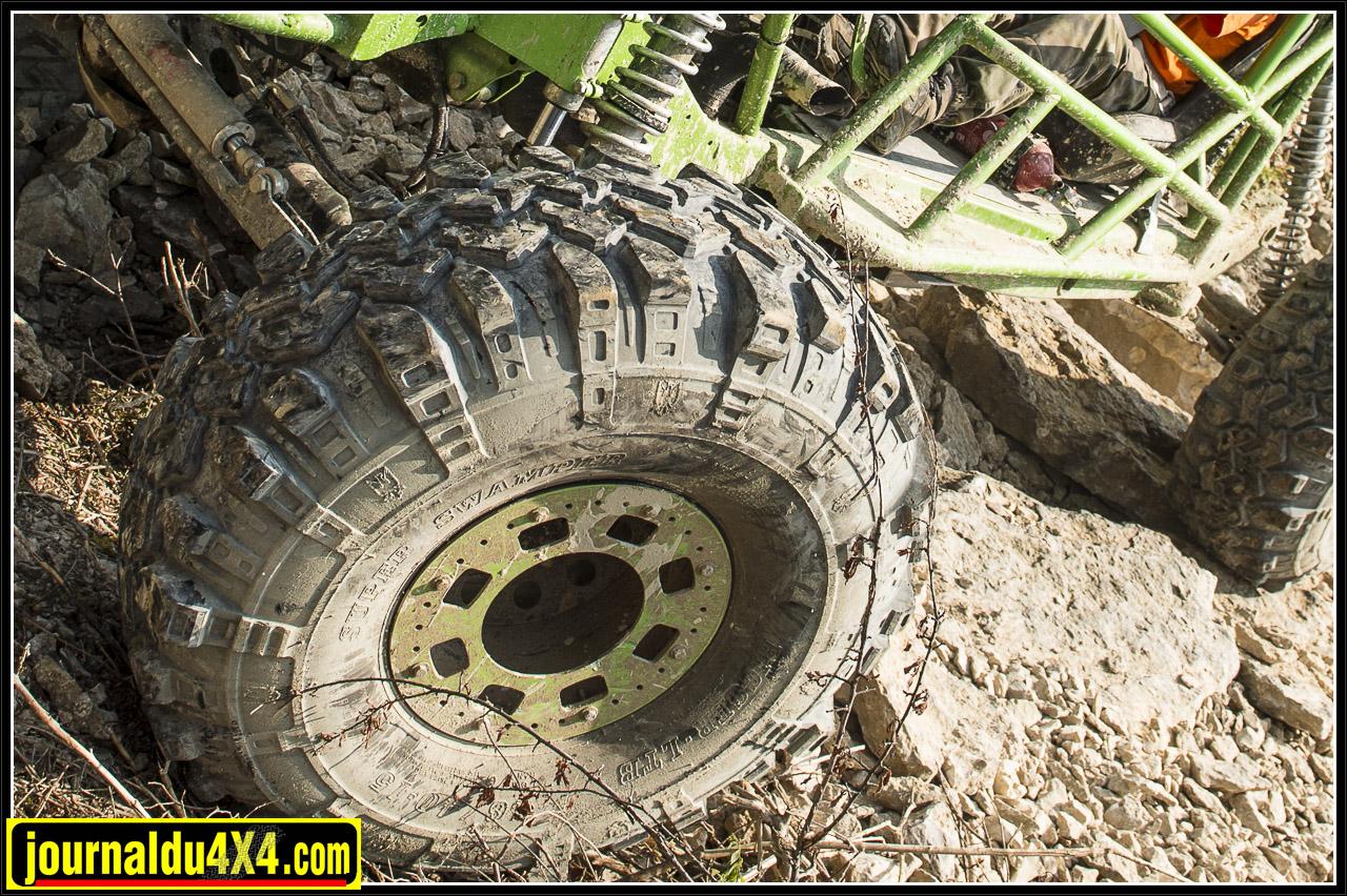 en 2013 il était avec des pneus 40/16/15 TSL LTB super swamper
