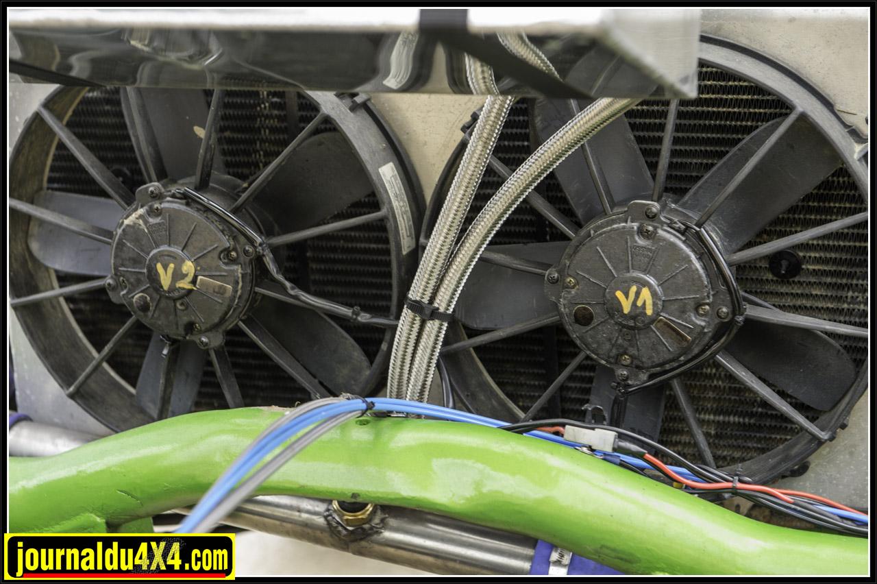 le refroidissement moteur est assuré par le radiateur d'origine qui a été placé à l'arrière et deux ventilateurs qui sont actionnés par une sonde