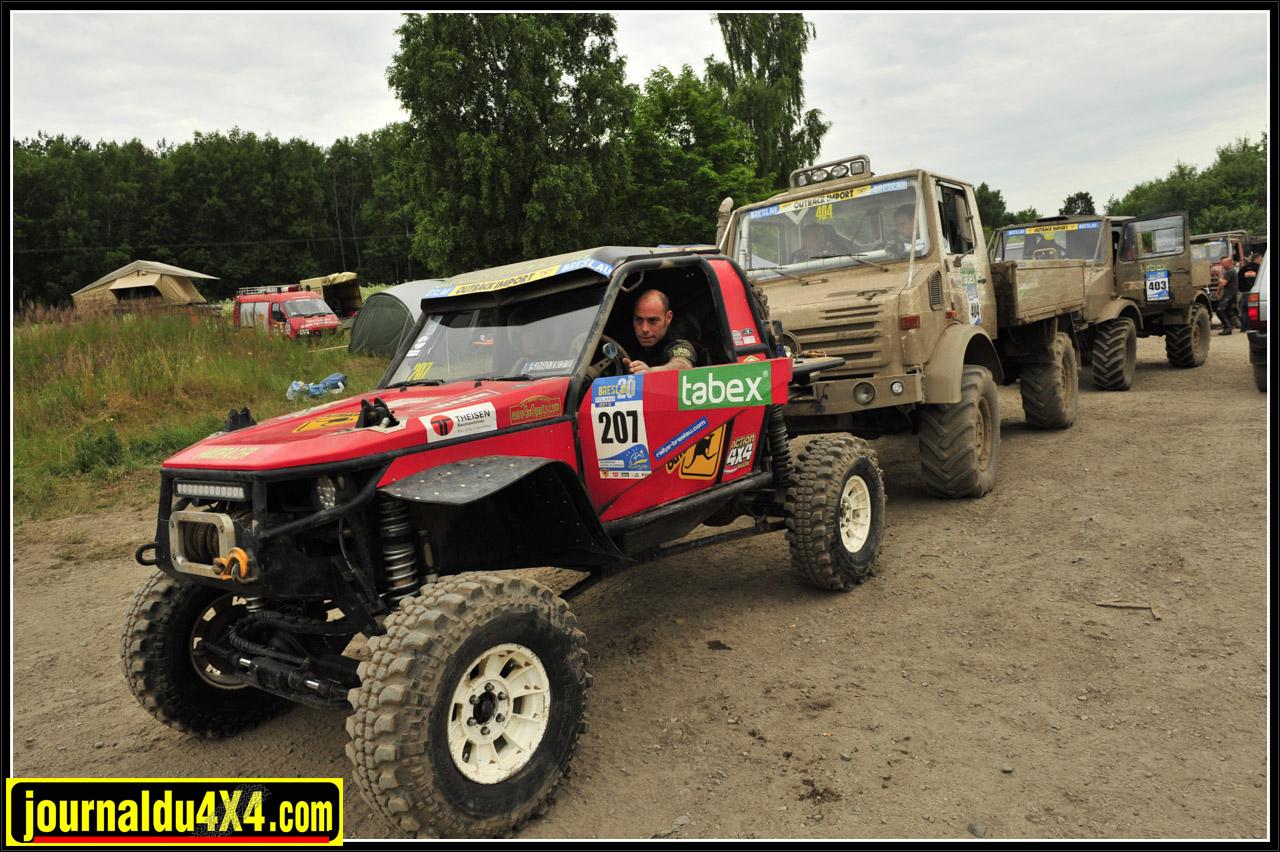 on voit bien sur cette photo le nouveau setup de la suspension : coilover Radflo