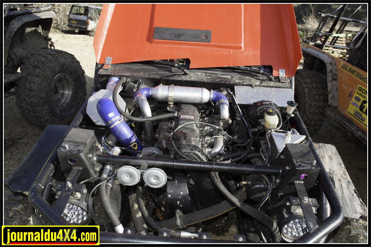 le moteur 1KZTE et en haut au milieu l'échangeur du watercooler