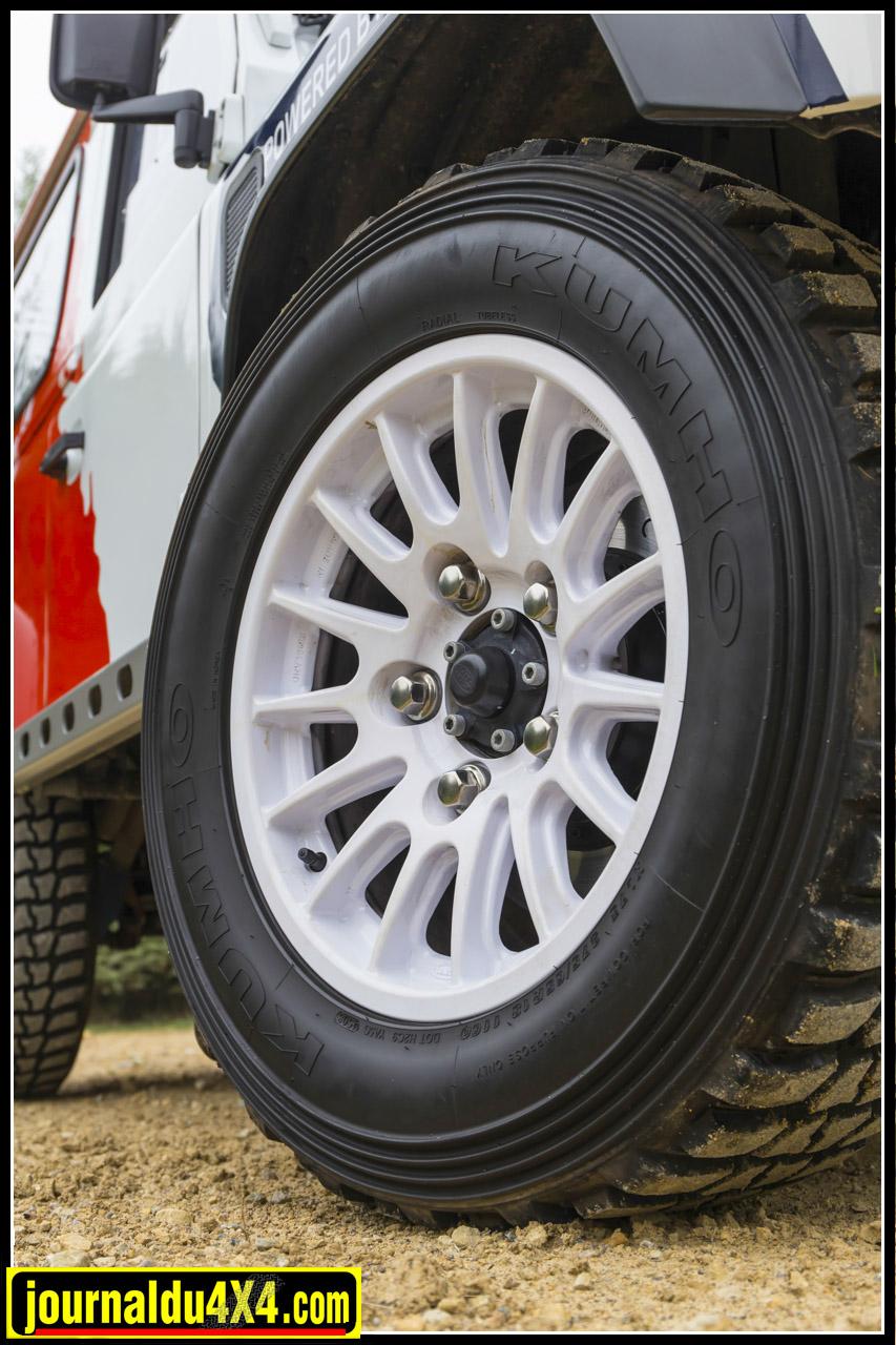 Jantes allégées de 18'' Bowler Motorsport avec pneus Kuhmo