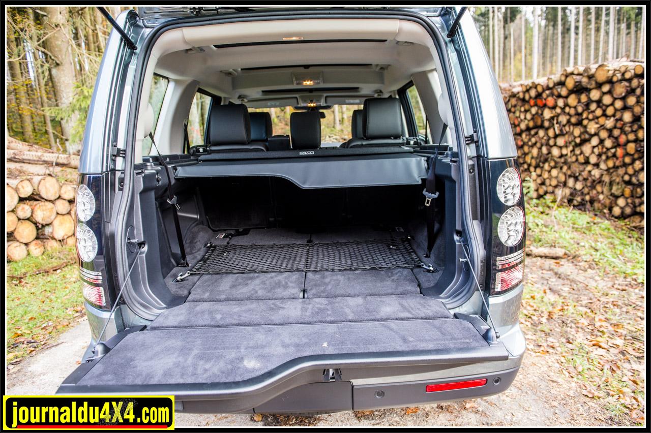 le coffre du Discovery est toujours prêt à accueillir valises, sacqs et autres objets à transporter