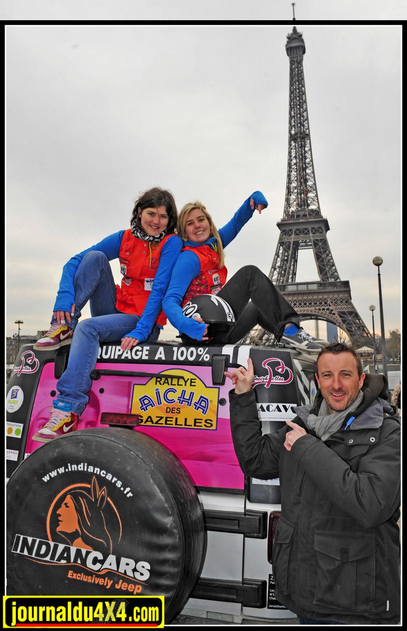 Pour nos Bretonnes Emilie Girault et Caroline Triguel c'est l'appel du large version sable, qui les poussent à s'engager dans l'aventure du Rallye Aïcha des Gazelles 2013. Comme le veut la coutume, l'équipe d'Indiancars (Ici, Bruno Trebois), est présente au Trocadéro histoire de leur souhaiter bonne chance.