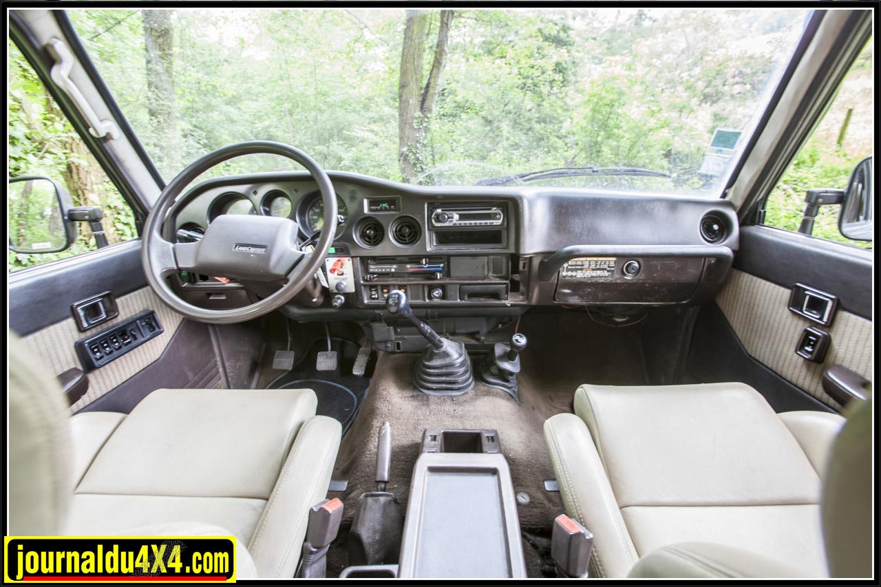 un intérieur confortable pour le HJ 61