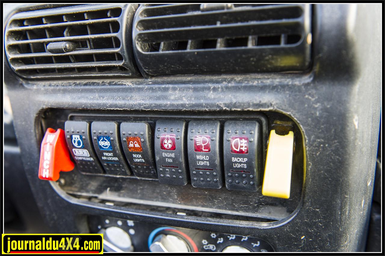 commande de l'ARB et différents interrupteurs : phares, ventilo , etc