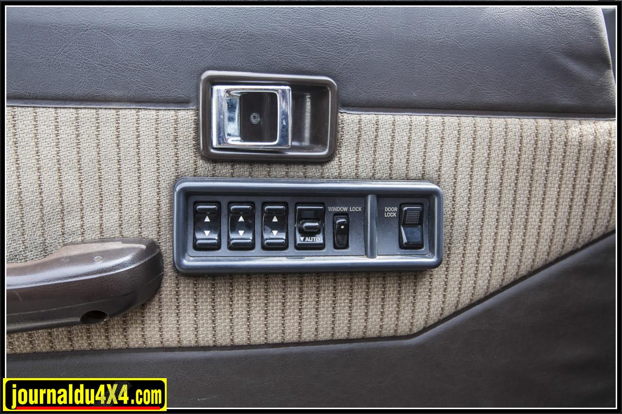 les commandes des vitres électriques sur la porte conducteur