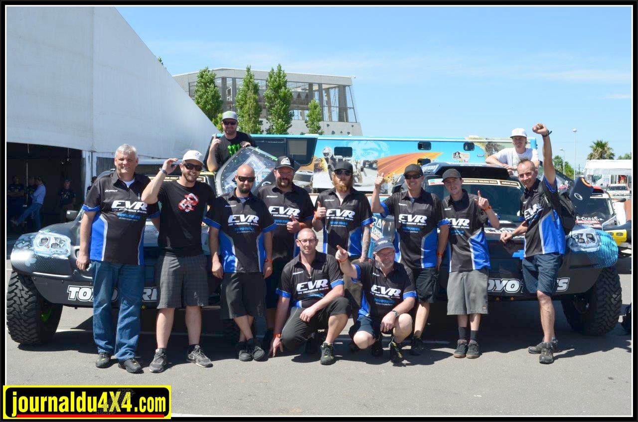 le team EVR pendant la journée des Vérifs du Dakar 2014