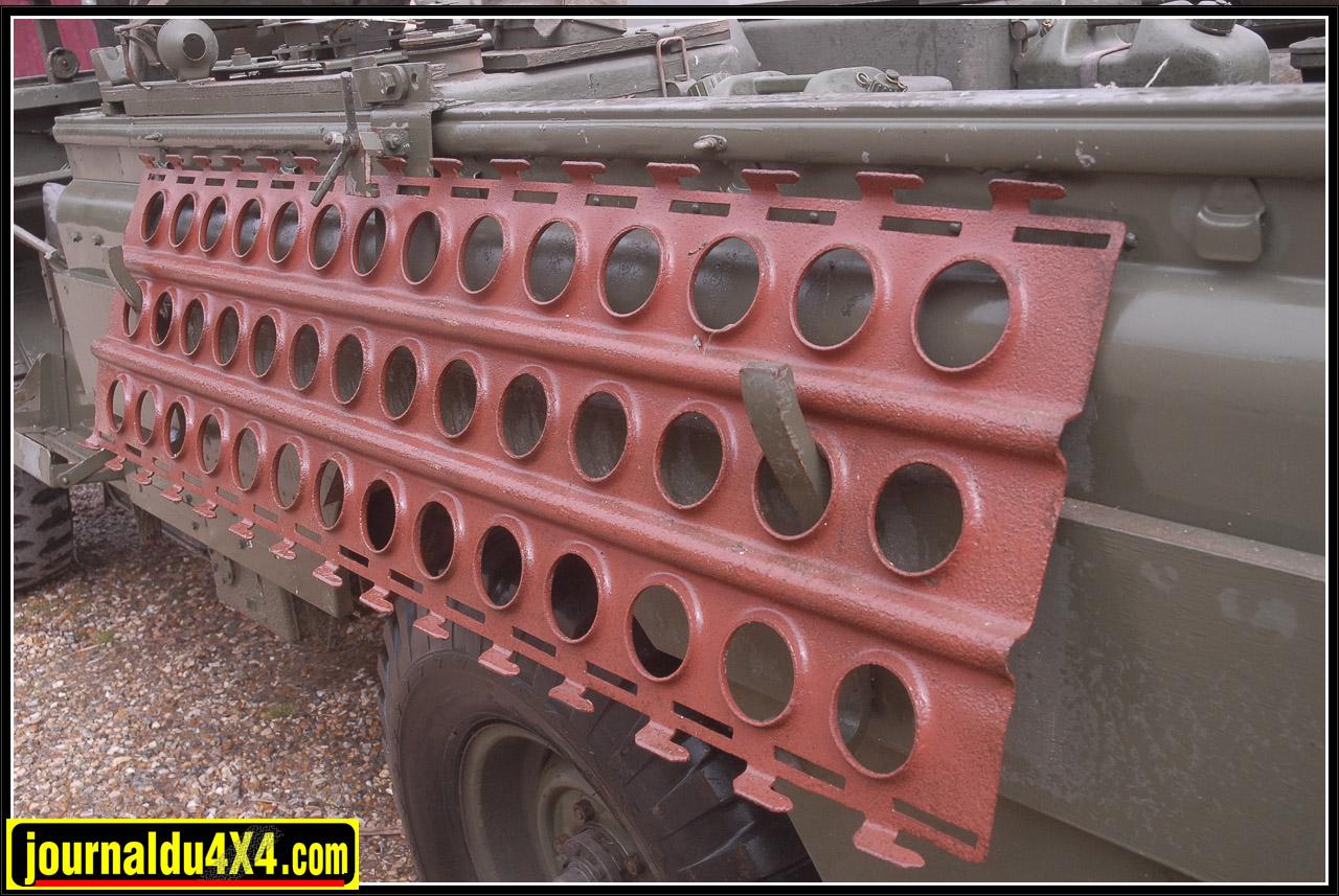 En dernier recours, le 109 était muni des lourdes plaques sable type US dénommées PSP (Pierced steel planking).