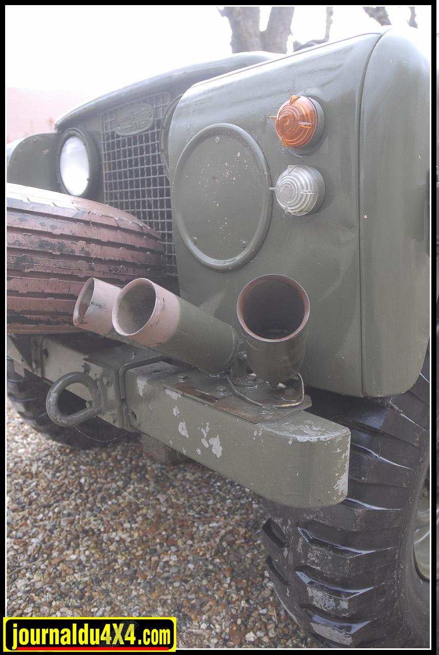 Si certains Pink panther récemment retrouvés en Afrique du Sud étaient équipés de feux Ful lblack out. Notre 10 FG 93 était quand à lui monté avec des classiques équipements Lucas.