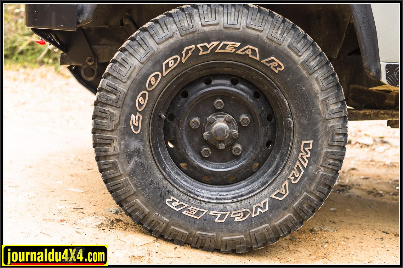 Goodyear Wrangler MT R 235 / 85 / 16