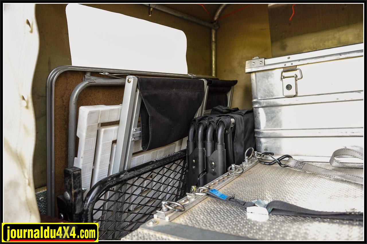 ,les sièges de camping, la table pour déjeuner