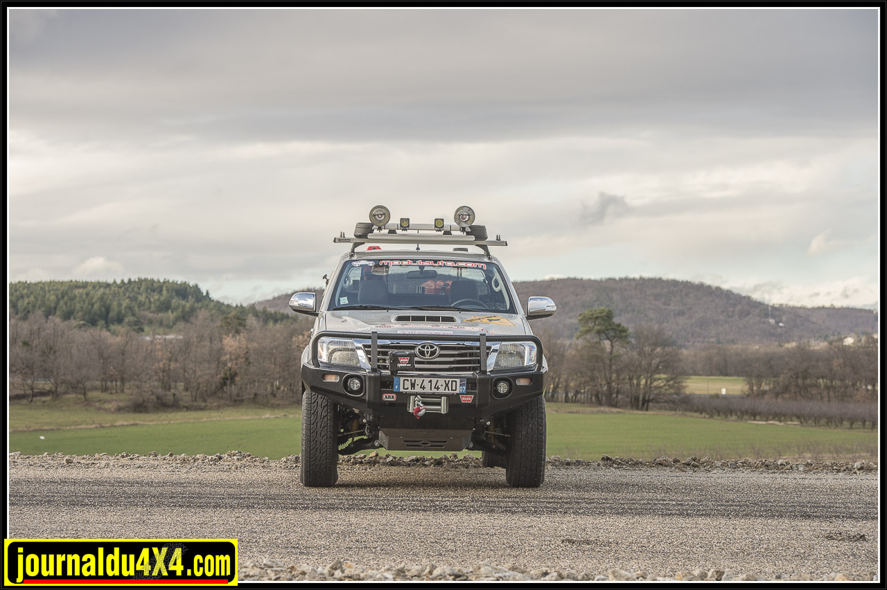 3266-hilux-outback-import-modulauto.jpg