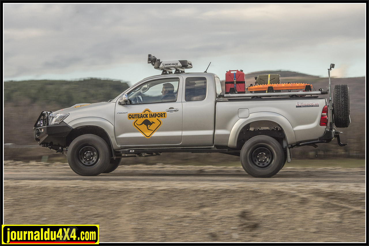3365-hilux-outback-import-modulauto.jpg