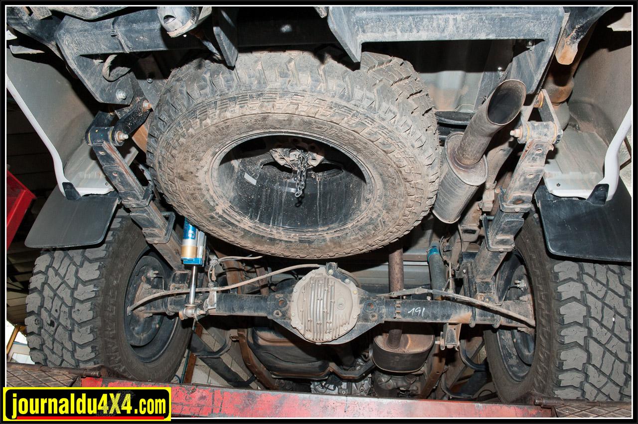 Dessous du véhicule avec les amortisseurs King