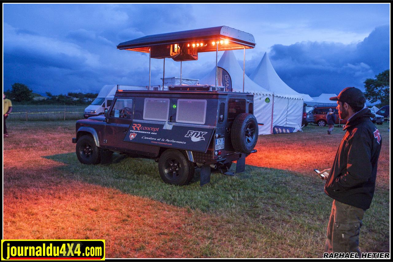 RR Concept a inventé le Land boîte de nuit avec sono incorporée, platine de mixage, spots et fumigènes !
