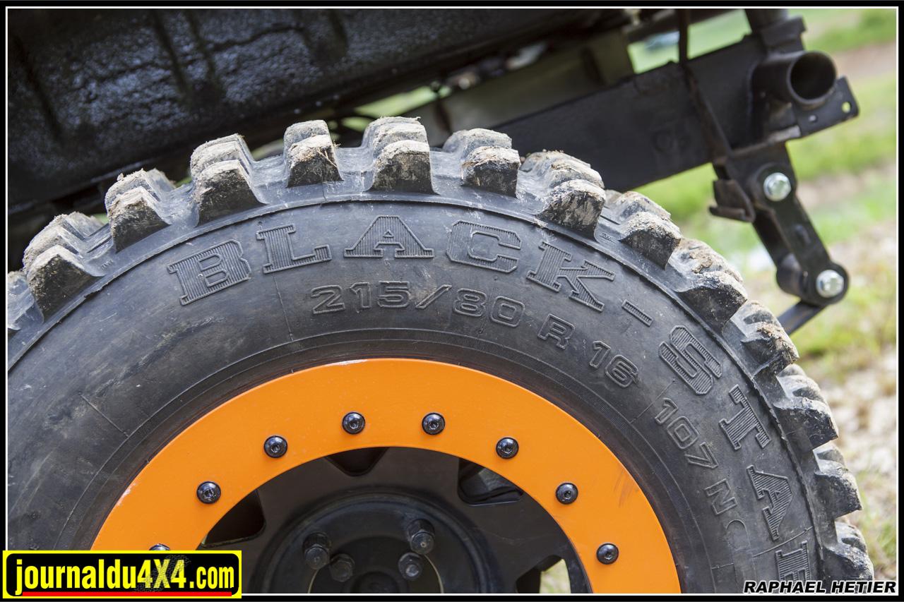4 pneus black star cross 215/80R16