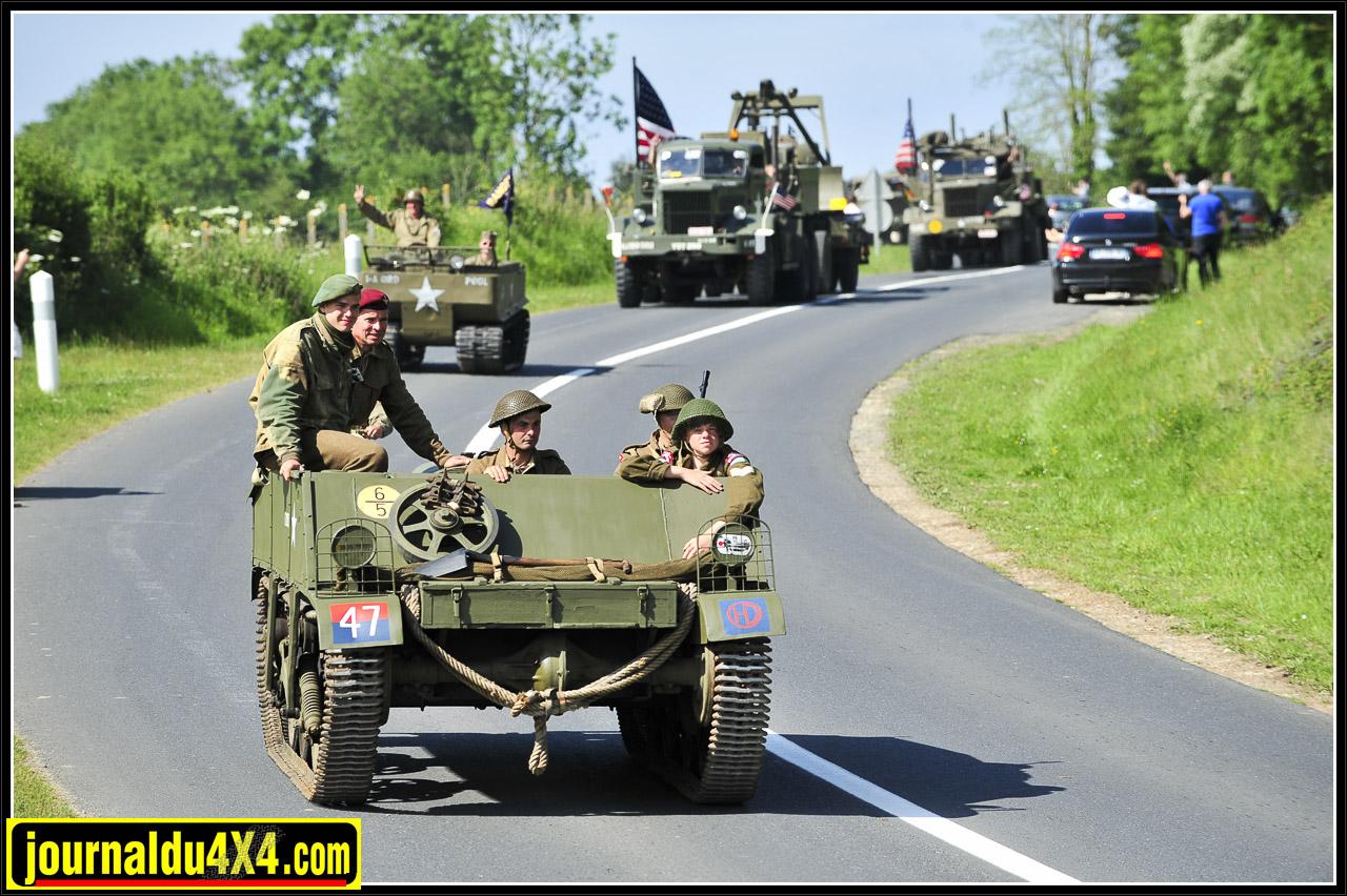 Entre Carrier Anglais, Weazel M27 et camion Mack Daimond américains, c'est toute la diversité historique de ces véhicules guerriers que le public découvre sur les routes de Normandie