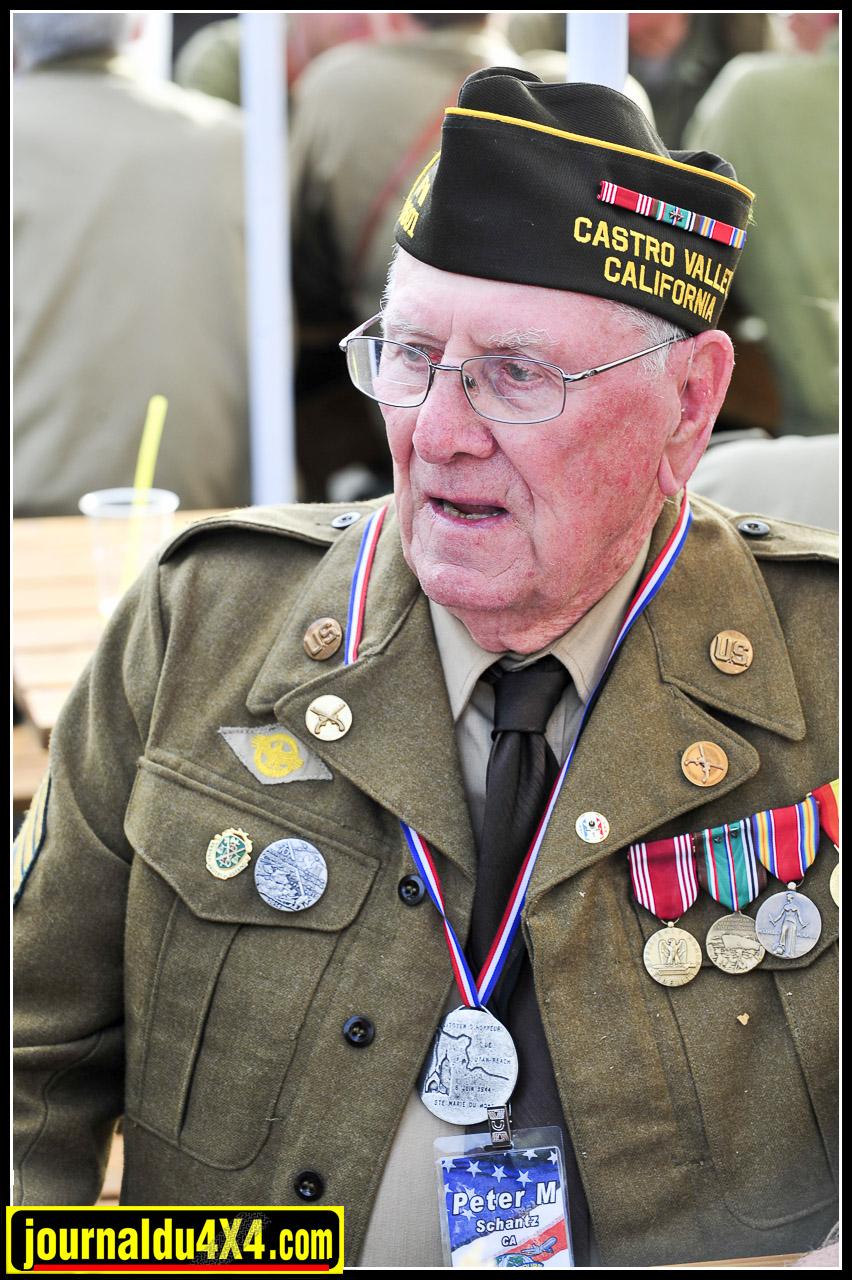 """Les vétérans étaient nombreux à retrouver les lieux de leurs premières heures sur le sol Français. Dans l'infanterie, à bord d'un char ou venus du ciel, ils se souviennent tous de cette """"trouille"""" qui les habitaient depuis des jours"""