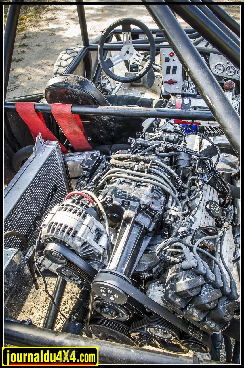 Le moteur, les boîtes et l'échappement sont montés de manière rigide, cela permet d'avoir une configuration plus compacte, on économise l'émplacement des silent blocs