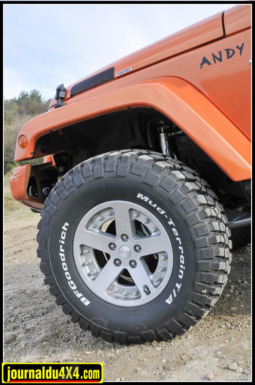"""Jantes Hutchinson """"Mopar"""" 8,5 x 17' démontable (double Beadlock) équipés des nouveaux pneus BF Goodrich Mud Terrain KM2 en 35/ 12.5 x 17."""