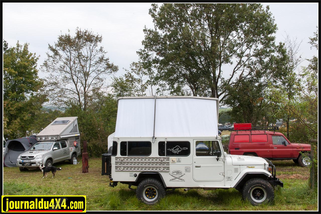 Toyota BJ45 avec un magnifique toit relevable