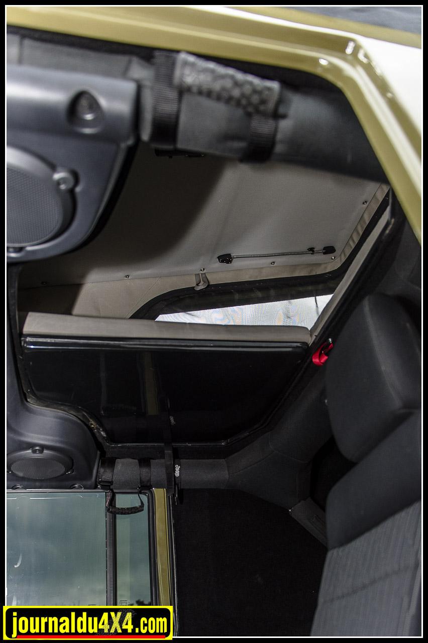 un large accès au niveau des polaces arrières permet d'accéder au couchage