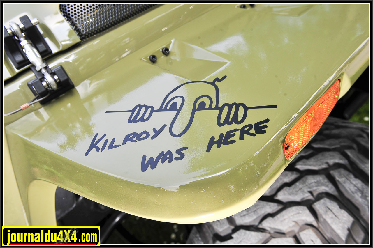 """Le kit d'ailes Rugged ridge est lui aussi couleur carrosserie. Le Kilroy was there est un clin d'œil au film mythique """" L'or des braves""""."""