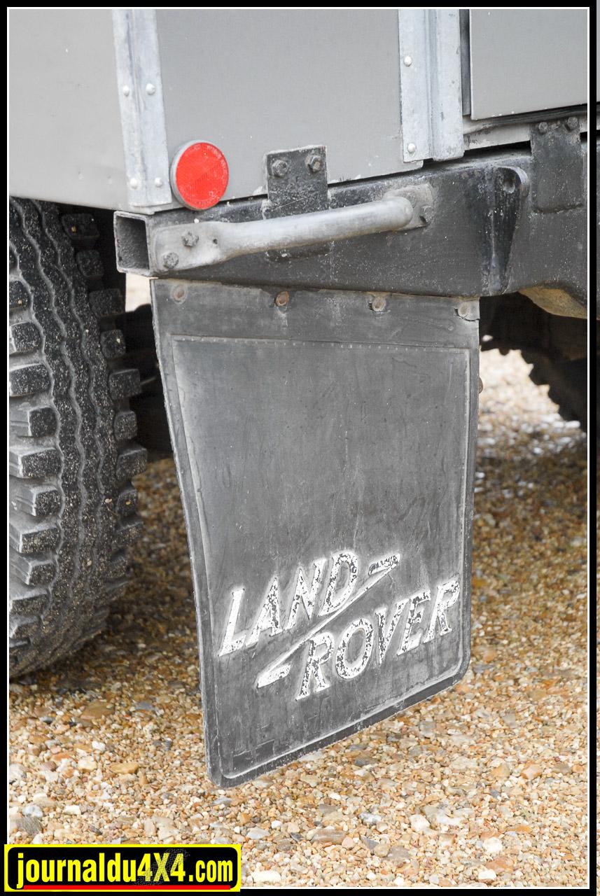 bavettes caoutchouc avec l'ancien logo Land «Z» Rover.