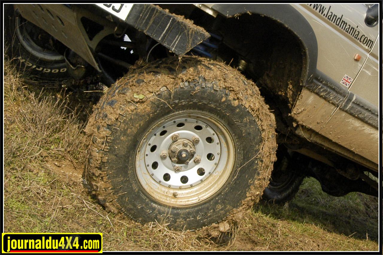 pneus en 255/85x16 Mud BFGoodrich montés sur des jantes Modular en 16