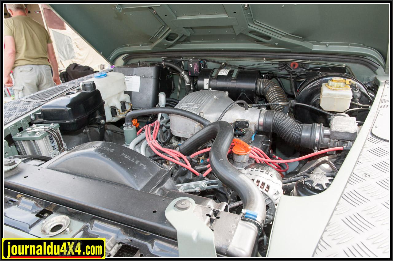 Sous le capot le 300 Tdi d'origine a été remplacé par un V8 3,9 litres