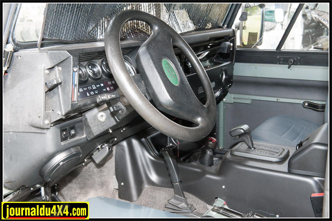 L'intérieur semble neuf alors que le véhicule à 30 ans!