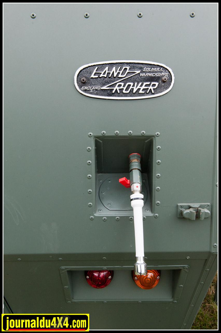 Un robinet d'eau est à disposition à l'arrière de la cellule