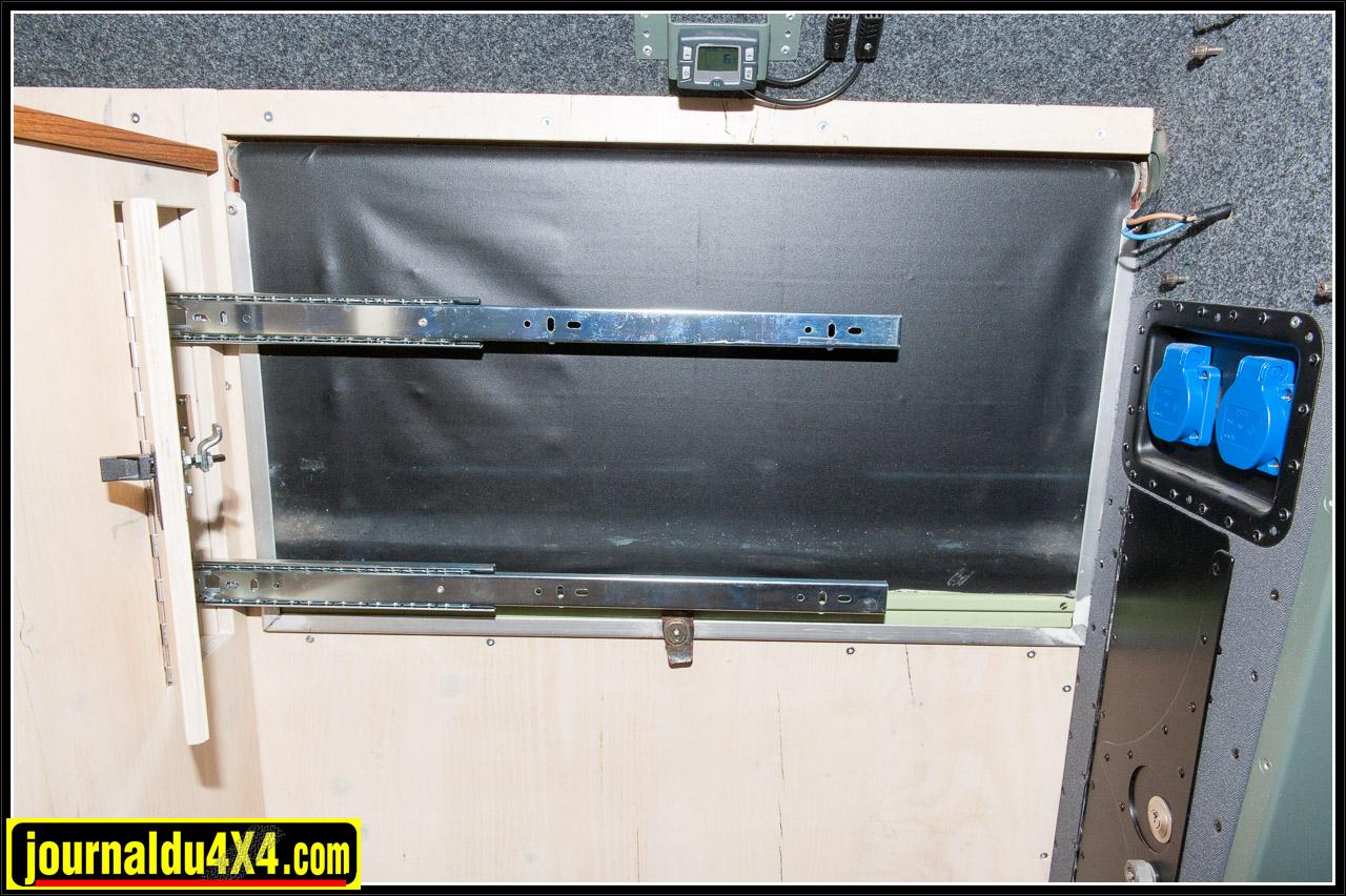 Ces charnières sont prévues pour un écran de télévision ou un moniteur d'ordinateur