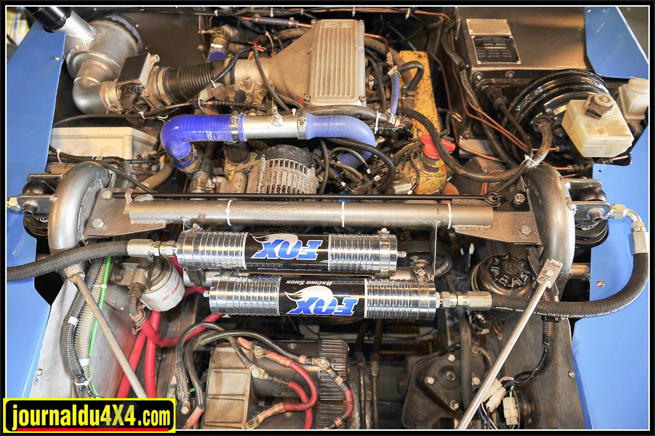 C'est un 4,0L V8 que l'on connaît déjà qui se retrouve sous le capot du Tomcat. Préparé par un ex- mécanicien de chez Autorama (concession de René Metge à la grande époque du Dakar), il participe ici à son 4e Breslau après une nouvelle culasse.