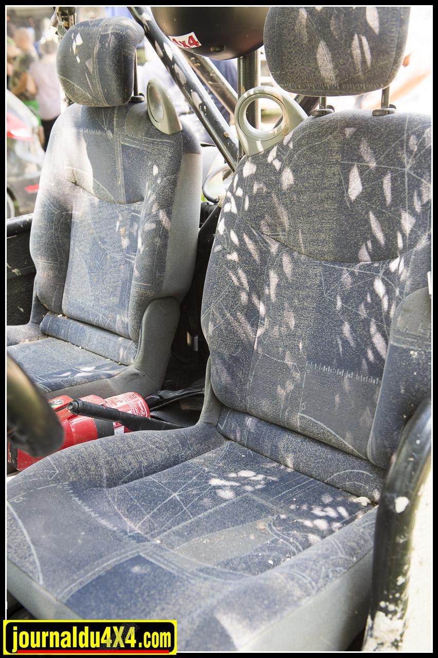 sièges de renault espace, c'est confort et ça se retire en un clin d'oeil pour karcheriser la bagnole !