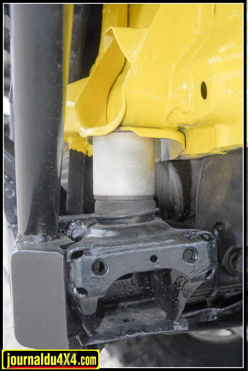 Le débattement augmentera de façon sensible et le montage de gros pneus Simex en 35/ 10,5 x 16  nécessitera une rehausse de caisse (50 mm).