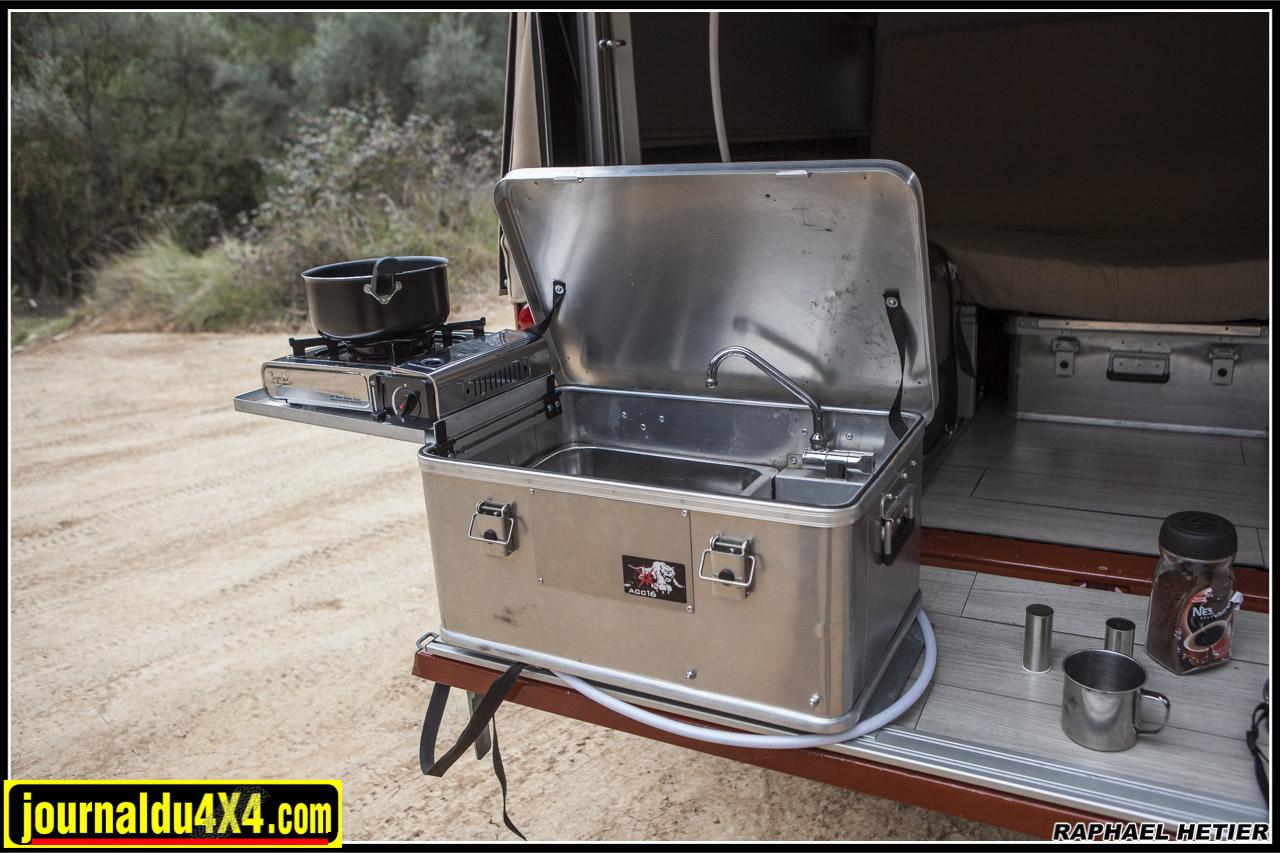 la box eat & wash. Un concept intéressant qui comporte le réchaud et un évier !