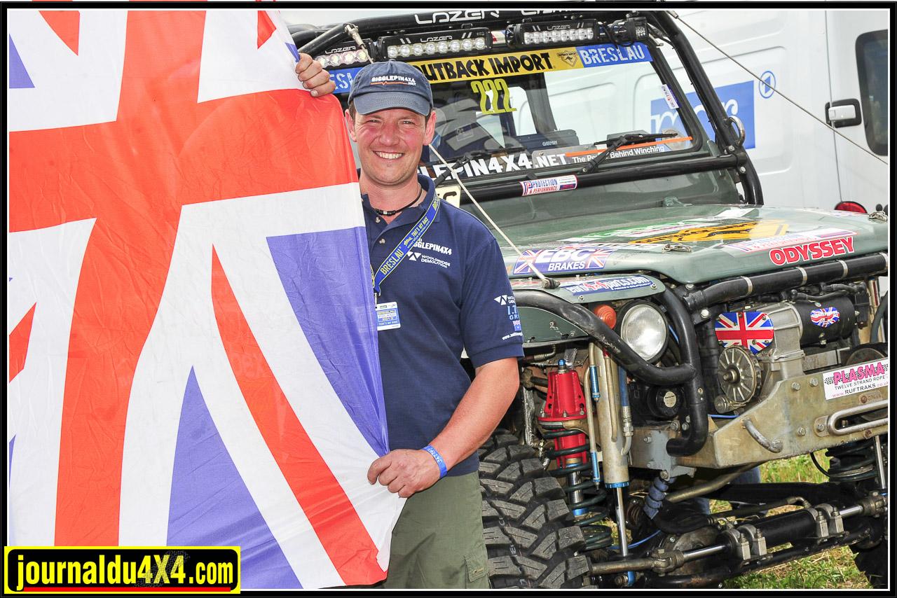 Jim Marsden est à 42 ans la terreur européenne lorsqu'il s'agit  d'épreuves et challenges extrêmes. Patron du garage Gigglepin en Angleterre, sa passion lui sert aussi à promouvoir les produits qu'il développe.