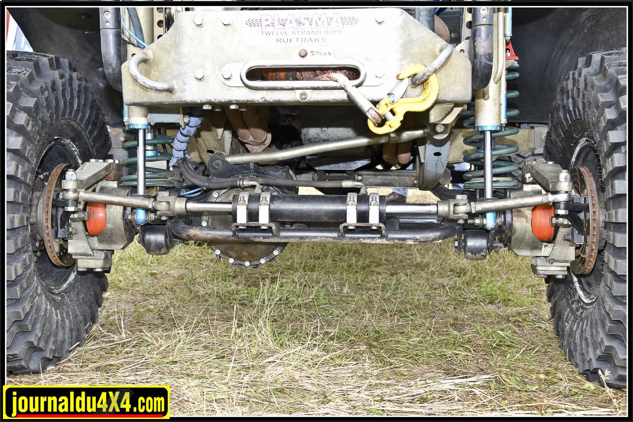 Les essieux aux corps renforcés  font partie d'un kit Ashcroft qui inclus 2 ponts Force 9 et des moyeux taillés dans l'acier brute.
