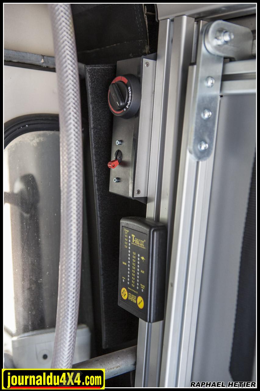 le thermostat du webasto ainsi qu'un coupleur séparateur  Tmax (qui permet de gérer les charges et décharges des batteries)
