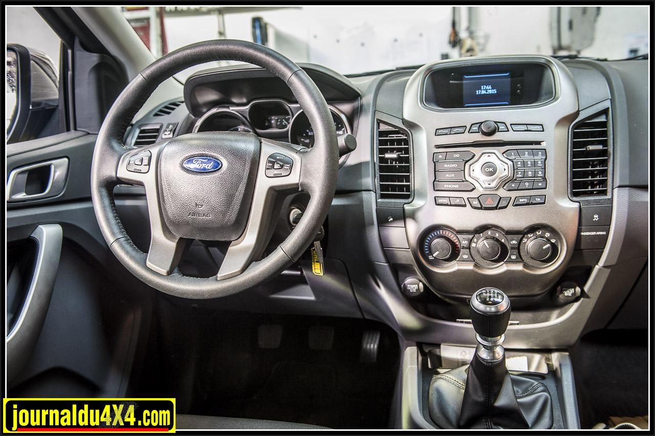 un intérieur fonctionnel mais le Ford ranger est réellement un pick up confortable