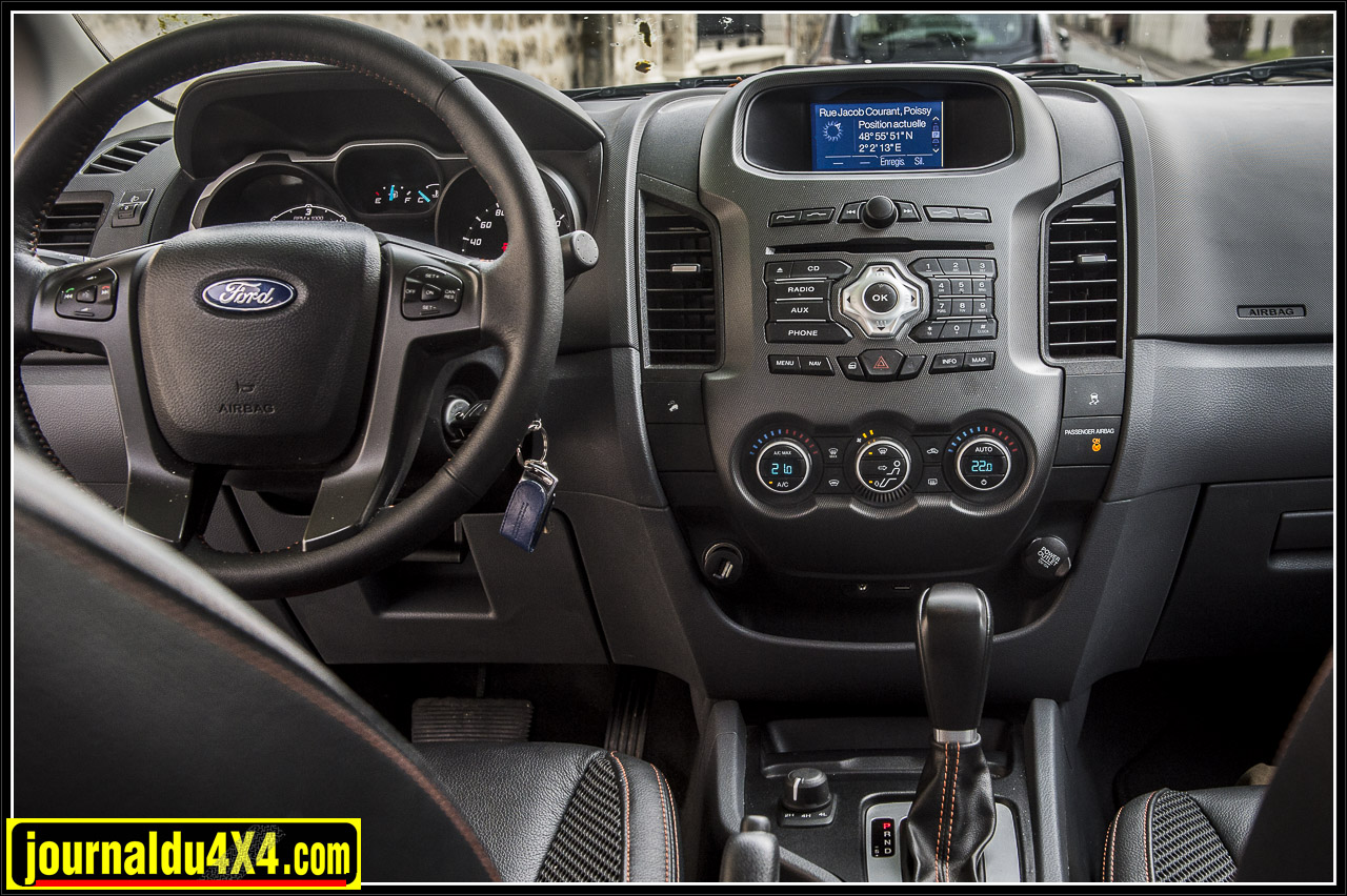 un intérieur sympa et de qualité, clim auto, système gps multimédia