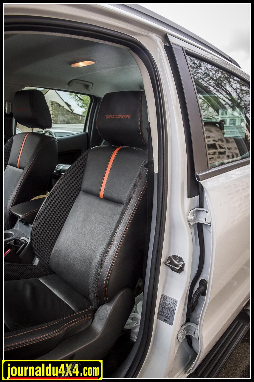 les sièges cuir bi-ton sont confortables et chauffants