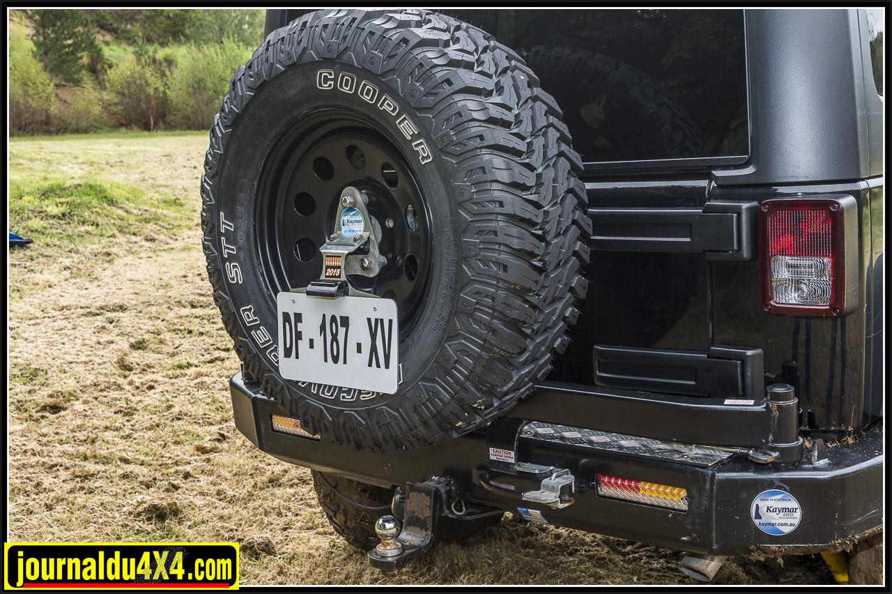 le pare-chocs arrière Kaymar  dispose d'un porte roue monté sur un solide pivot