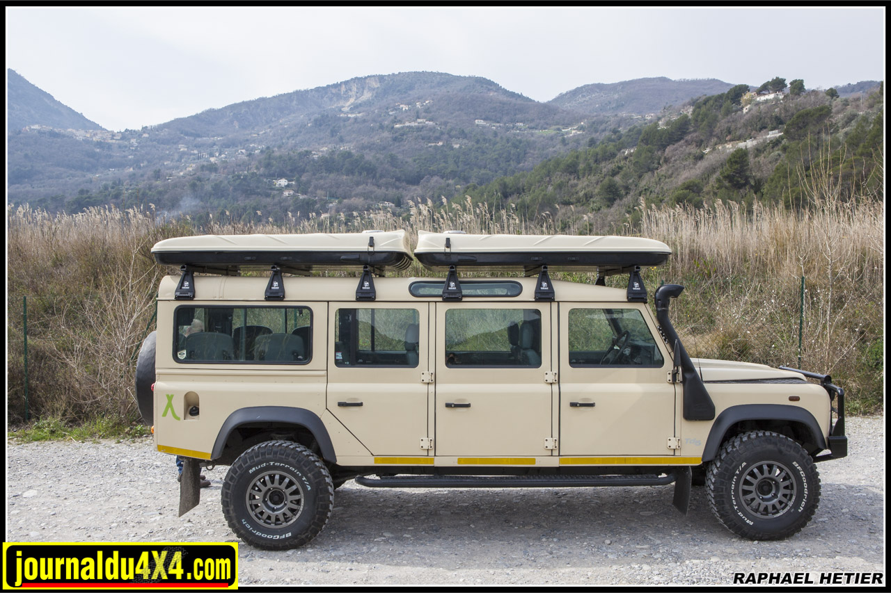 land_rover_defender_147_196.jpg