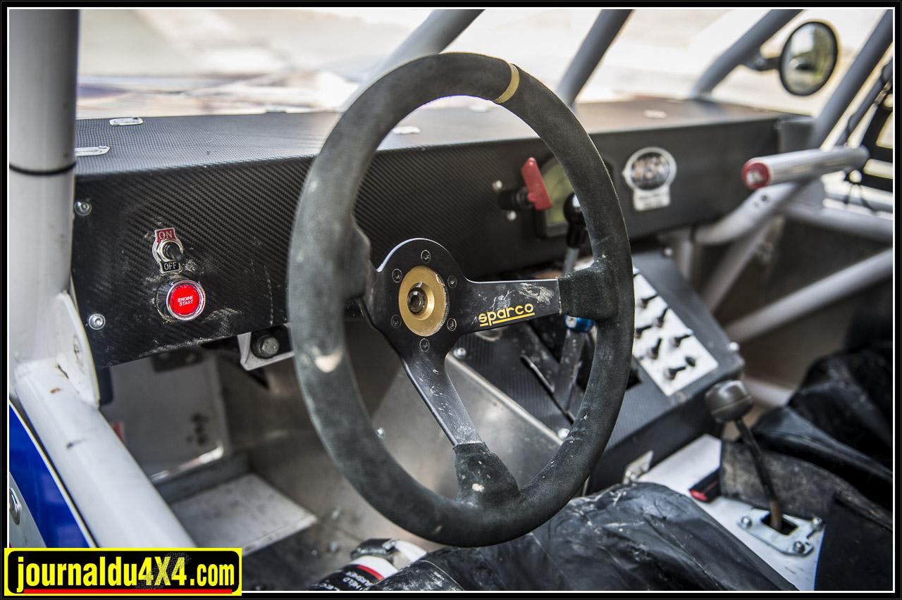 volant Sparco et bouton de mise en marche