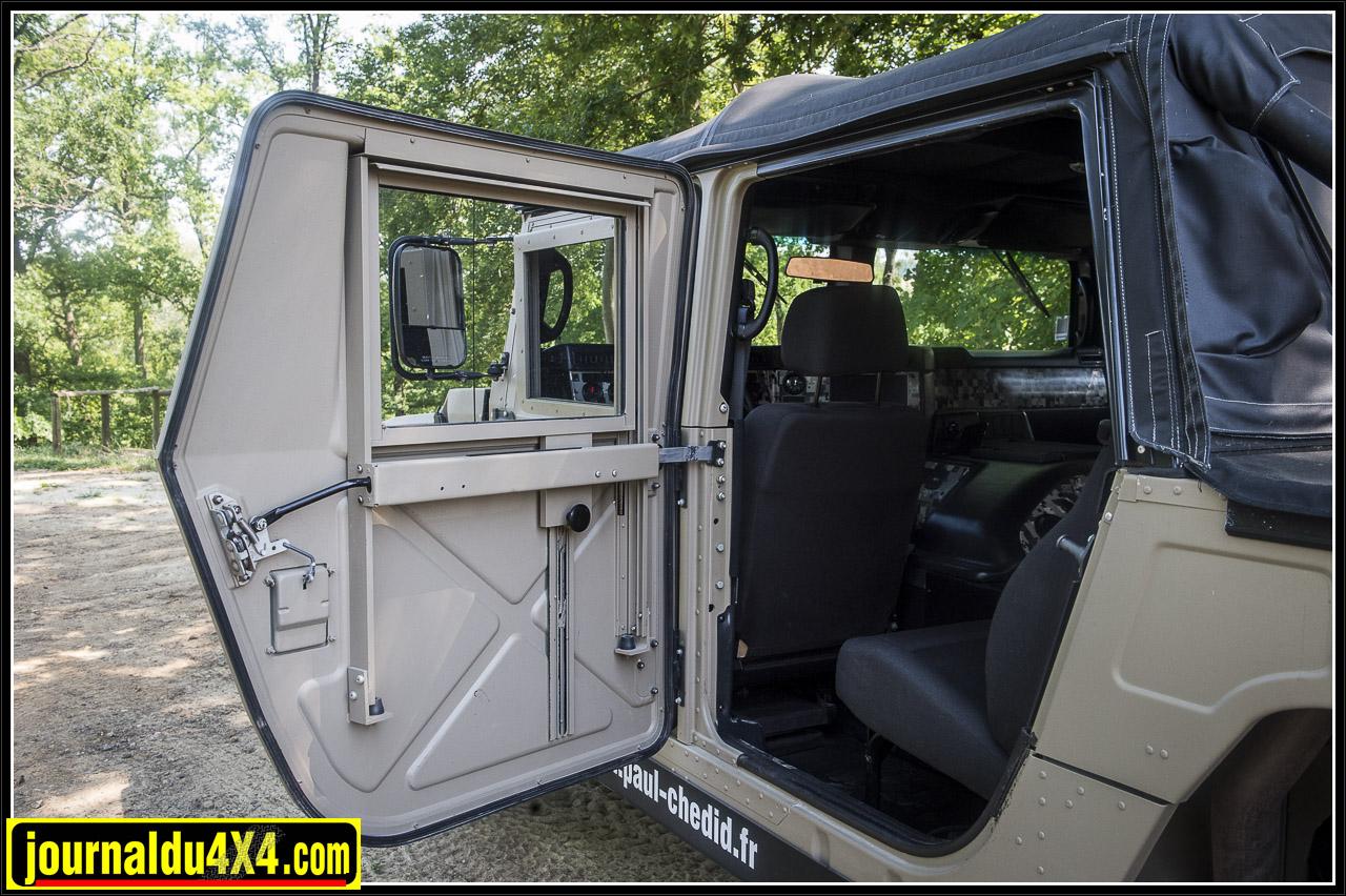 des portes sans garnitures ni vitres électriques