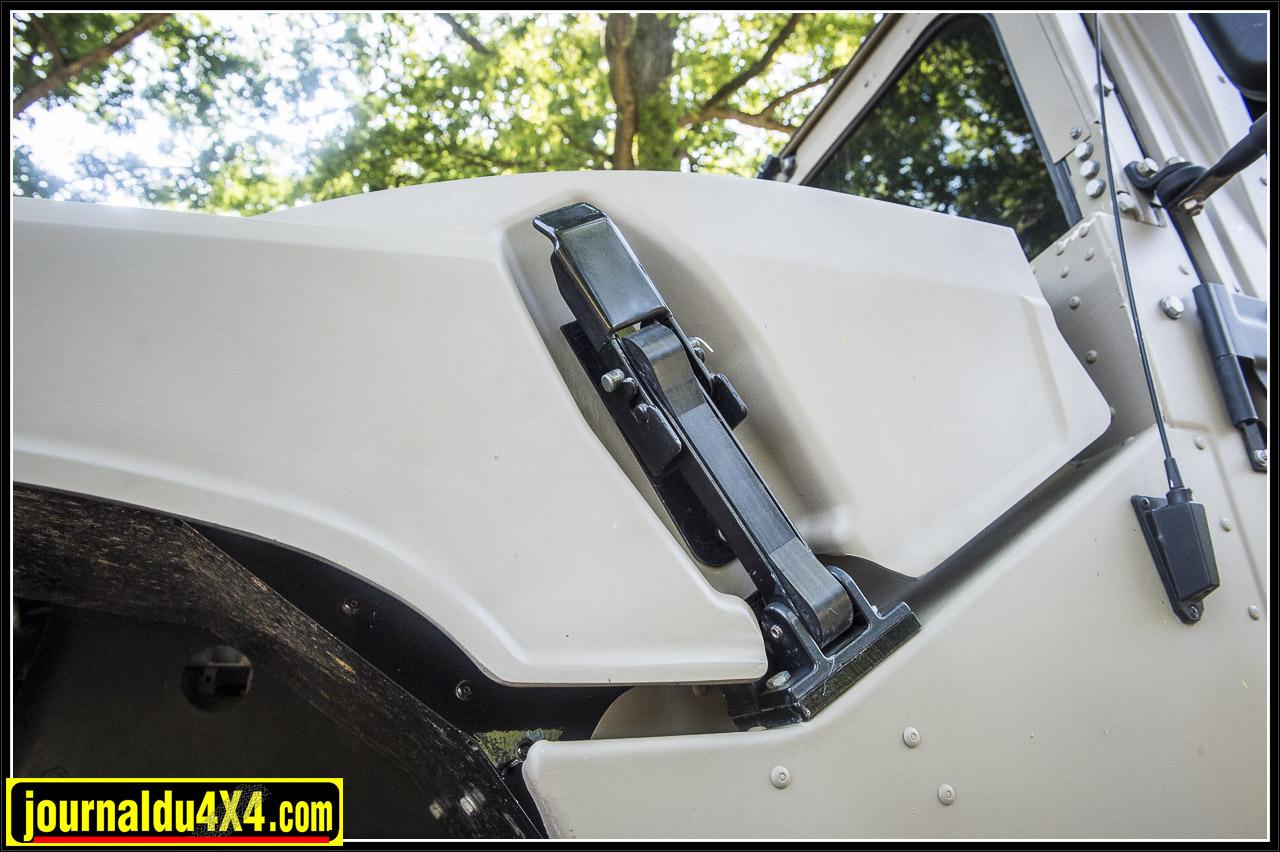 des attaches capots façon jeep