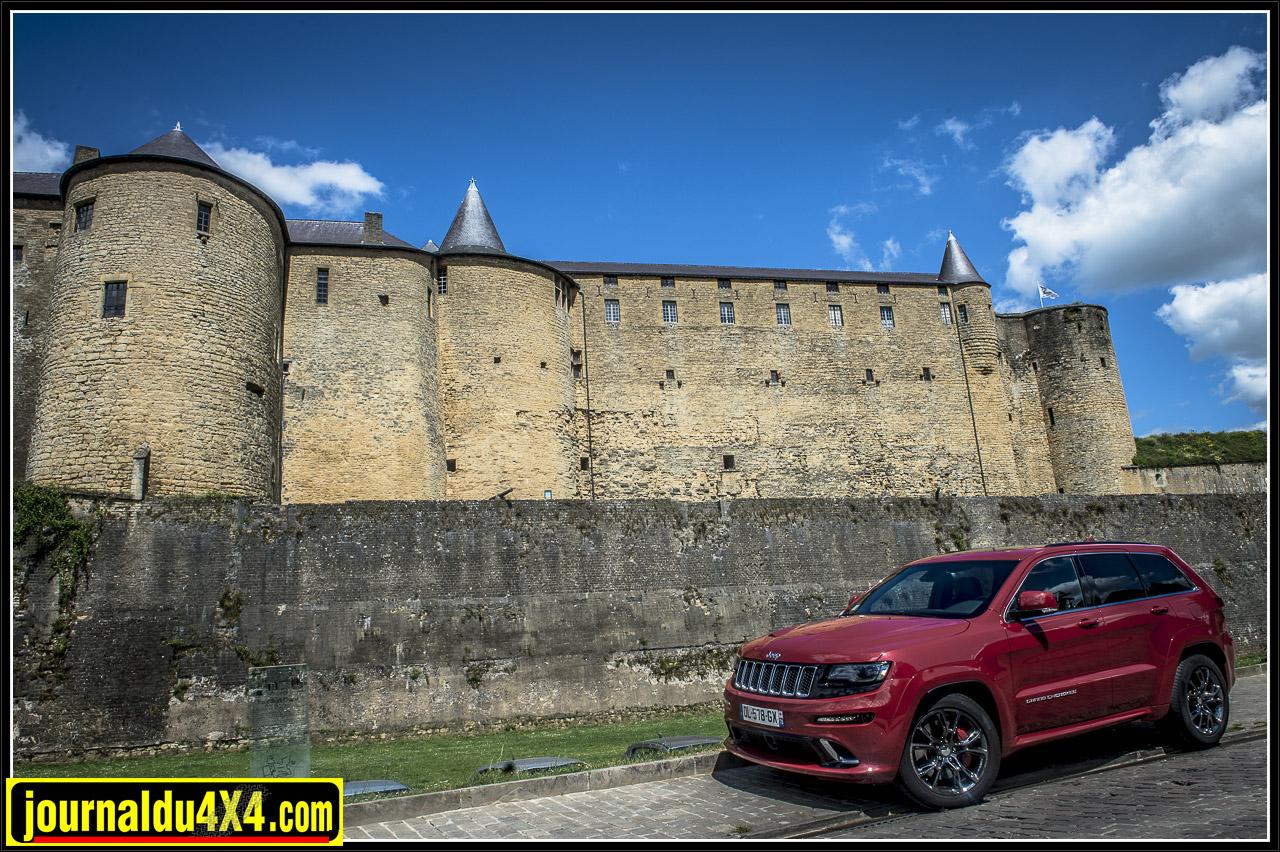 devant le château de Sedan
