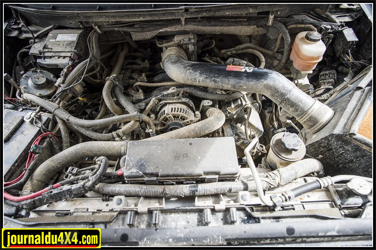 le coeur du Raptor : moteur V8 de 6.2l de cylindrée développant 411 ch et 60 mkg. Vous noterez, vue la boue présente un peu partout, que l'on voit que le propriétaire ne l'utilise pas en grimpe trottoir ....